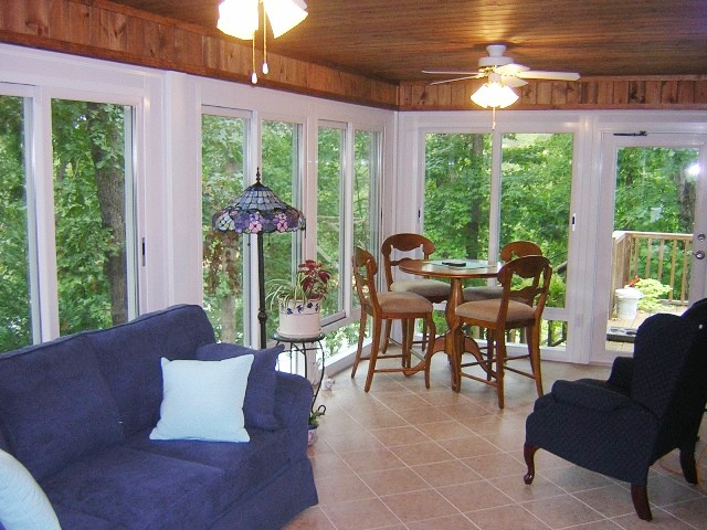 Sunrooms 3 season sunroom 4 season sunroom porch for Second floor sunroom